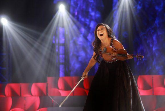 Eileen Kim performing violin on stage