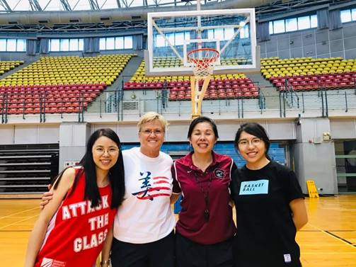 Holly Warlick, Carol Jue and two Taiwanese basketball players