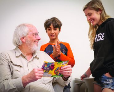 Paleontologist Jack Horner, who helps Chapman students turn learning differences into creative strengths, joins in an Eye to Eye discussion with Rumi. a middle-school student, and University mentor Ellie Hood '21.