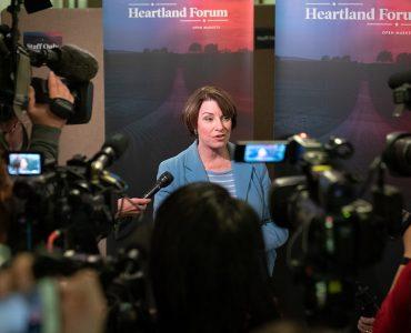 Senator_Amy_Klobuchar_speaking_to_journalists_at_the_Heartland_Forum_in_Storm_Lake,_Iowa_(33633613998)