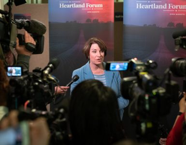 Senator_Amy_Klobuchar_speaking_to_journalists_at_the_Heartland_Forum_in_Storm_Lake,_Iowa_(33633613998)