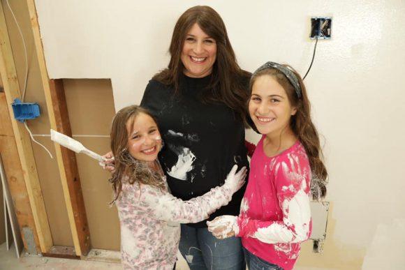 Rabbi Corie Yutkin and her daughters